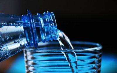 ¿Es importante beber agua en el trabajo?