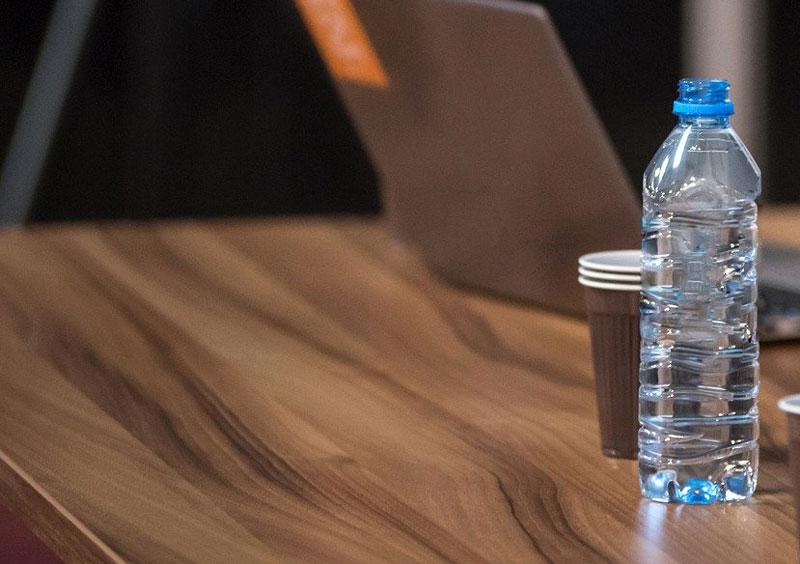 rellenar botellas de agua